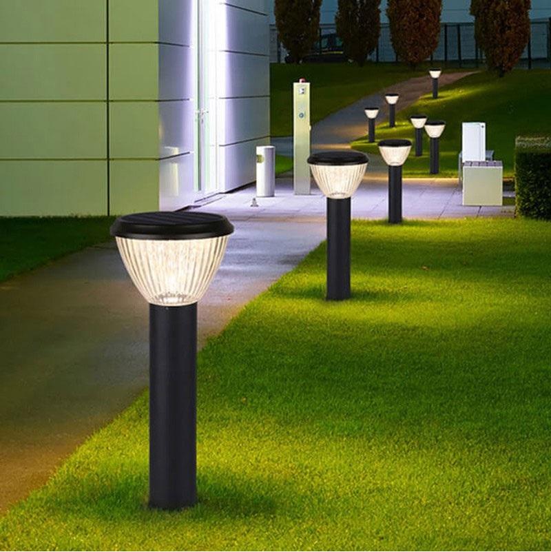Cần phải vệ sinh đèn năng lượng mặt trời sân vườn thường xuyên