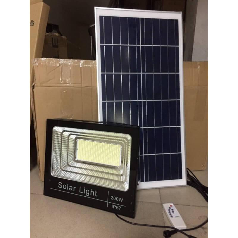 Tìm mua đèn pha năng lượng mặt trời ở đâu